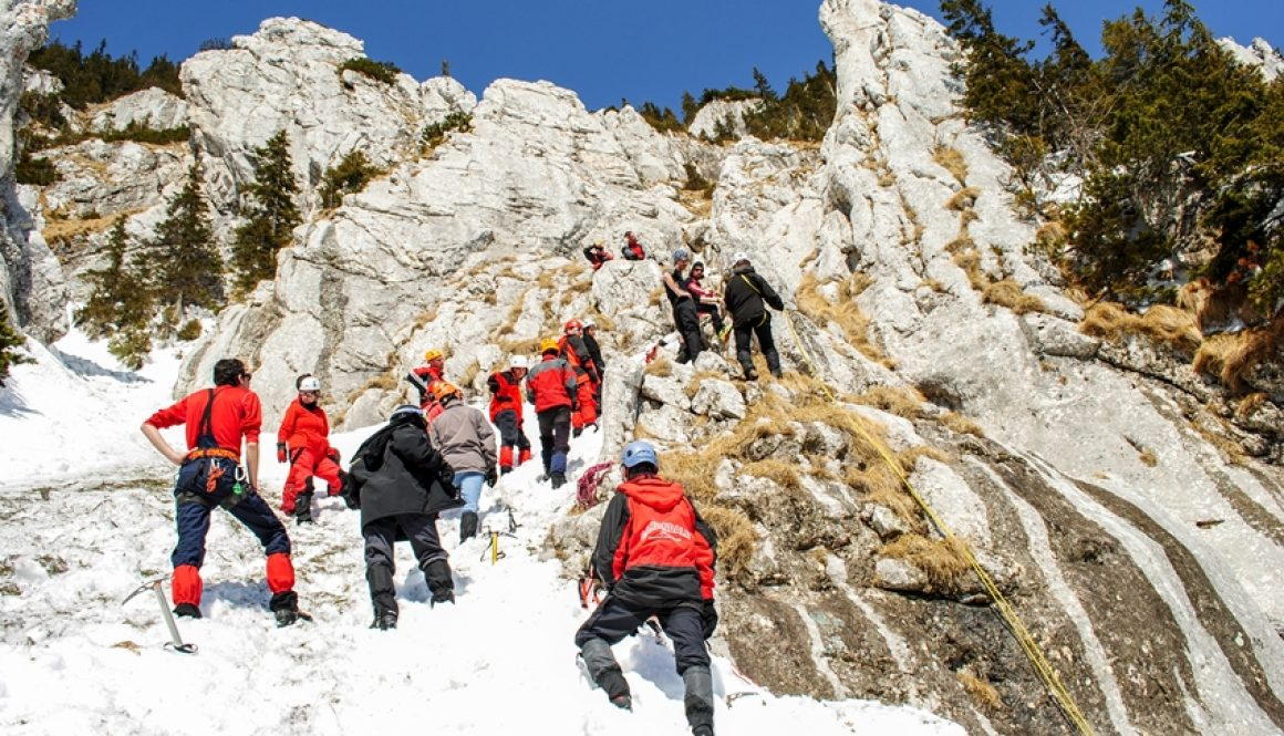Atelier de alpinism hibernal organizat de AMC in Piatra Craiului