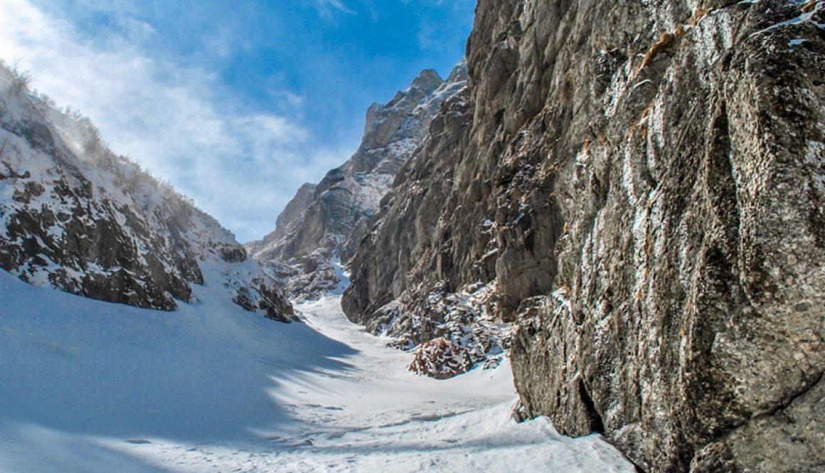 O Vale Albă cu peripeţii şi un atelier de nivologie şi schi de tură organizat de AMC