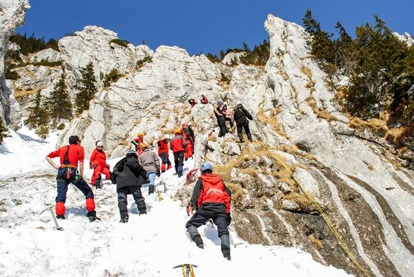 Atelier de alpinism hibernal organizat de AMC în Piatra Craiului