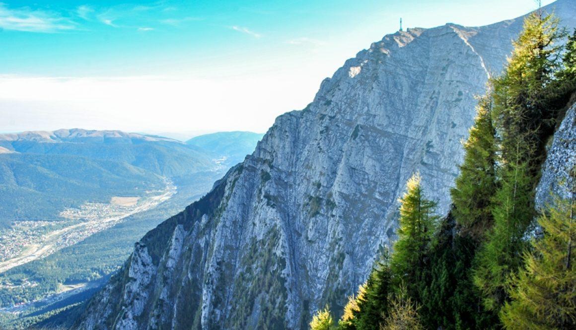 Brâna Aeriană și Valea Morarului în decor tomnatic