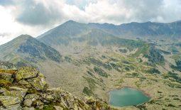 Printre lacuri și căldări adânci, pe creste de Parâng